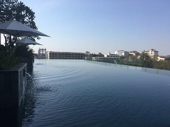 Crowne Plaza Vientiane: pool