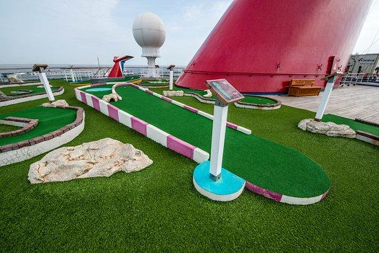 Mini Golf on Carnival Victory