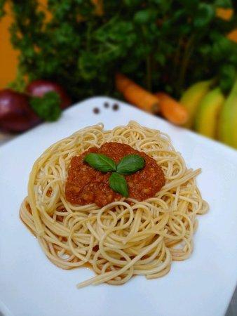Danie Włoskie – mięso mielone z sosem pomidorowym oraz kompozycją ziół i przypraw.