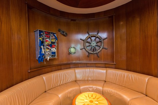 Schooner Bar on Radiance of the Seas