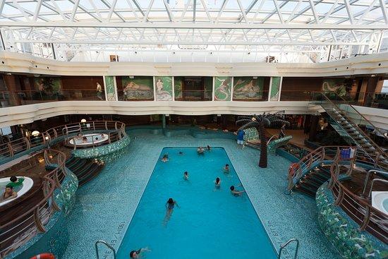 MSC Divina: Le Sirene Pool on MSC Divina