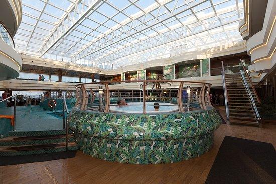 Le Sirene Pool on MSC Divina