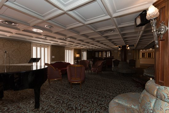 The Main Deck Lounge on American Queen