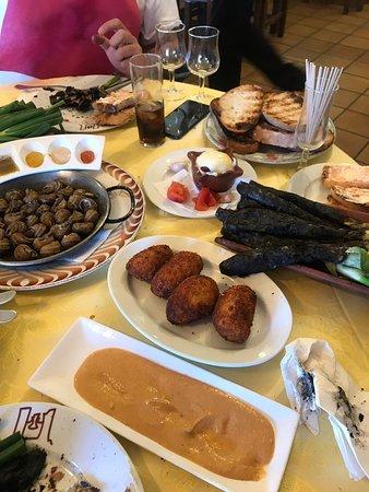 Restaurante Ermita de Brugues: Servicio bue o comida expectacular y José camarero granadino que nos atendió quedamos encantados sin duda un sitio para ir siempre
