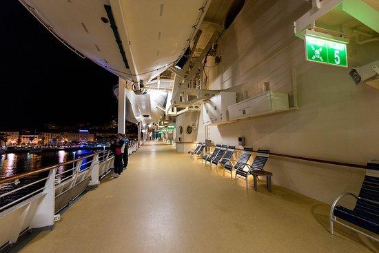 Rhapsody of the Seas: Exterior Decks on Rhapsody of the Seas