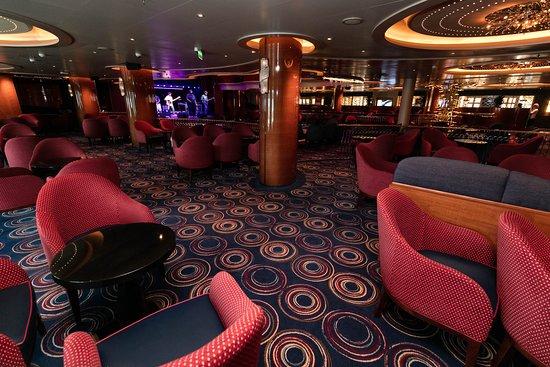 Queen's Lounge on Koningsdam
