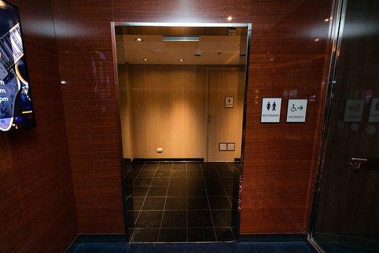 Bathrooms on Koningsdam