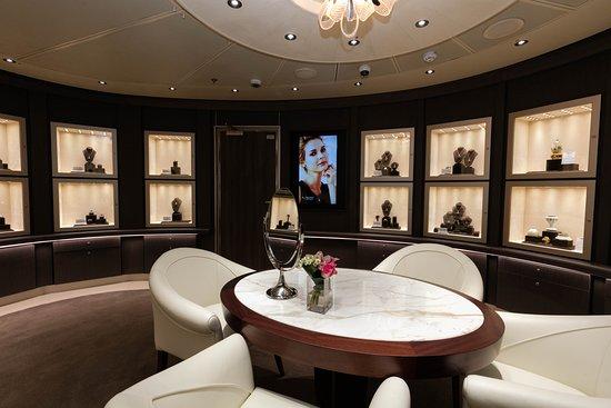 Merabella Luxury Shop on Koningsdam