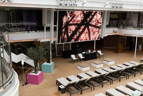 Poolside Movie Screen on Koningsdam