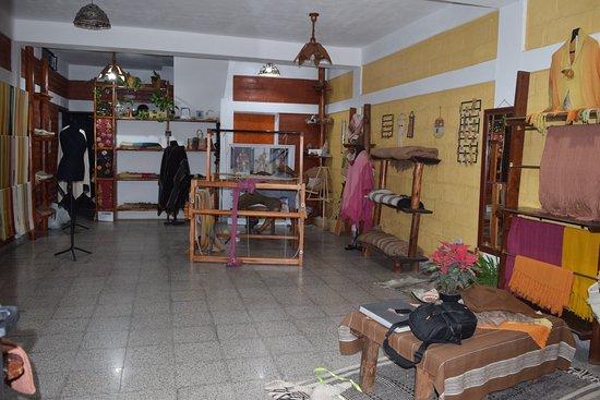 Belen, Argentinien: Contamos con una salón de ventas y explicación sobre la elaboración de nuestros productos artesanales.  Vista del local por dentro.