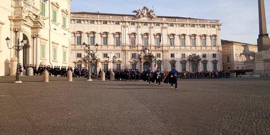 Piazza del Quirinale: I rituali del cambio della Guardia d'Onore