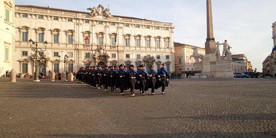 Piazza del Quirinale: Momenti del cambio della Guardia d'Onore