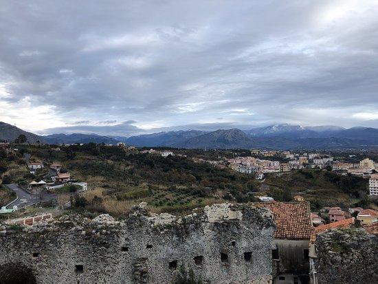 Ruderi Del Castello Normanno