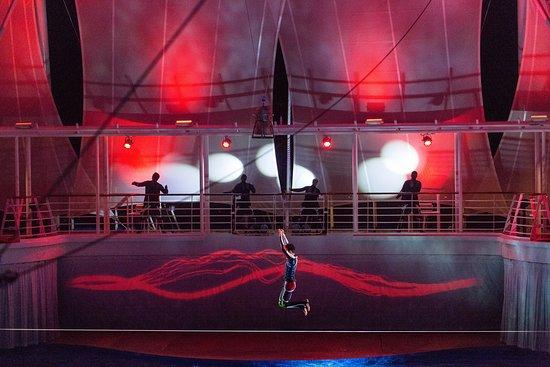 Harmony of the Seas: Aqua Theater on Harmony of the Seas