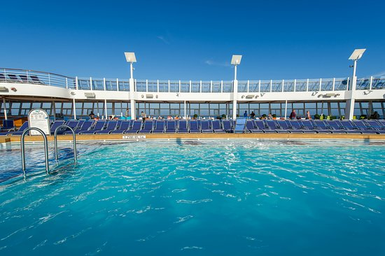 The Main Pool on Harmony of the Seas