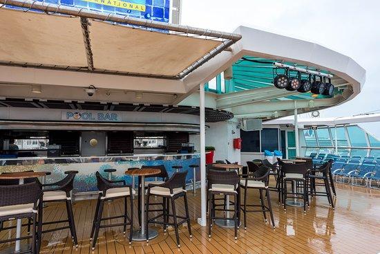 Pool Bar on Empress of the Seas