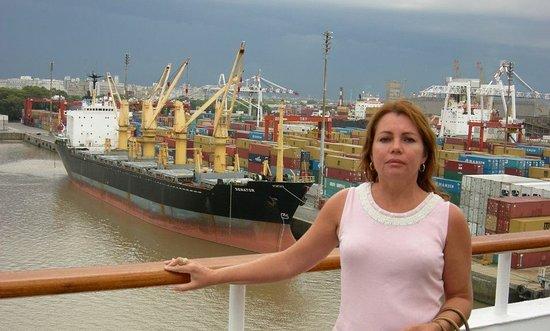 Buenos Aires kikötője: Porto de Buenos Aires, Argentina, na foz do Rio Prata no Oceano Atlântico Sul.