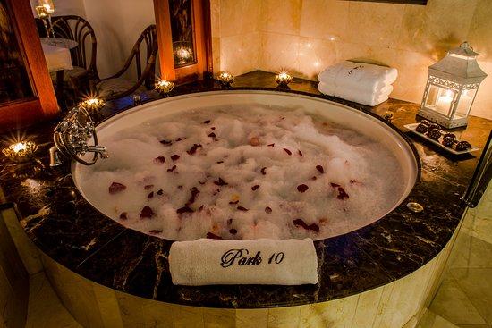 Park 10 Hotel : Jacuzzi Grand Suite