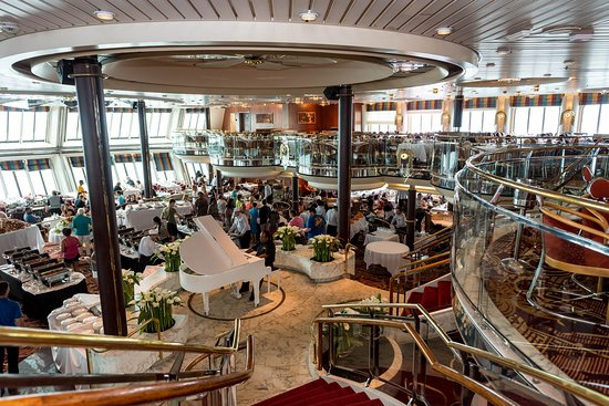 Starlight Dining Room on Empress of the Seas