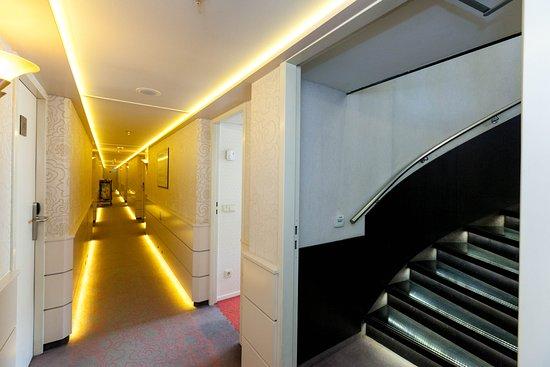 AmaCerto: Hallways on AmaCerto