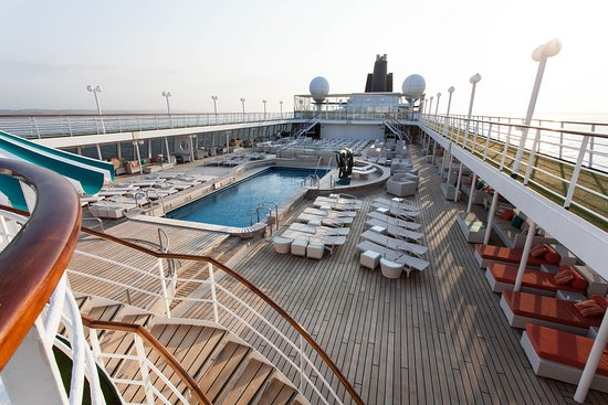 The Lido Deck on Crystal Symphony
