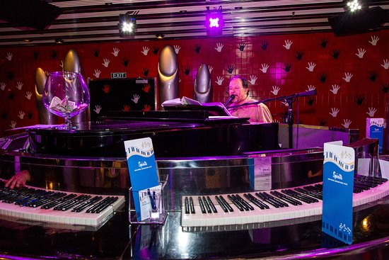 Touch of Class Piano Bar on Carnival Sensation
