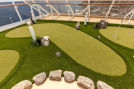 Putting Green on Seven Seas Explorer