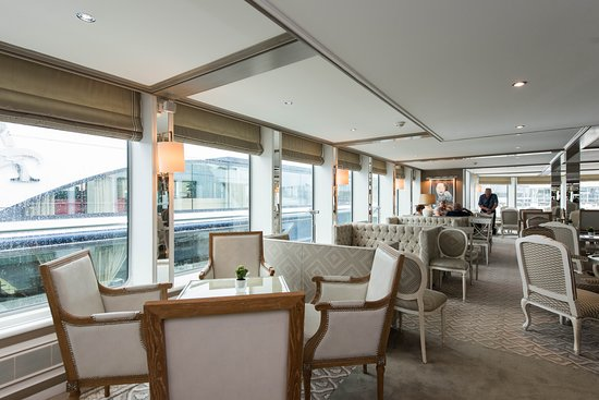 Blue Danube Lounge on River Duchess