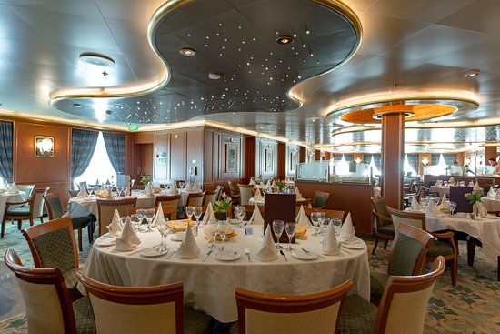 Botticelli Dining Room on Ruby Princess
