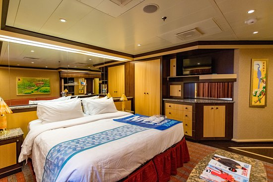 The Cloud 9 Spa Suite on Carnival Dream