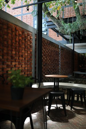 Bean Brothers: Outdoor seating area.