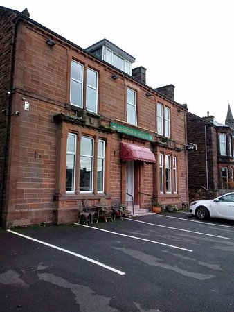 Central, clean, comfortable, quiet, great Scottish breakfast, pleasant manager & staff. Very attentive to comfort. Helpful about local history and places to visit.