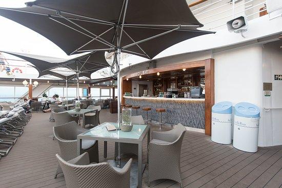 Pool Bar on Azamara Journey