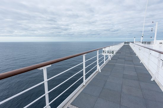 Observation Decks on Queen Mary 2 (QM2)