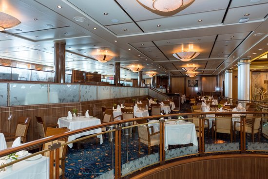 Britannia Restaurant on Queen Mary 2 (QM2)
