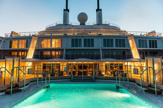 The Terrace Pool on Queen Mary 2 (QM2)