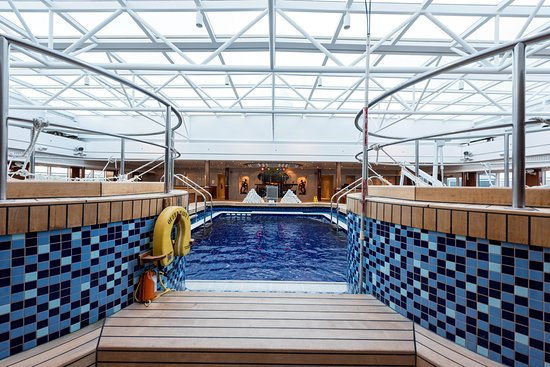 The Pavilion Pool on Queen Mary 2 (QM2)