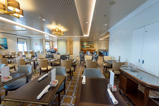 Kings Court Buffet on Queen Mary 2 (QM2)