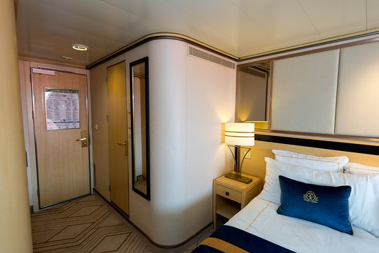 The Britannia Club Balcony Cabin (Obstructed View) on Queen Mary 2 (QM2)