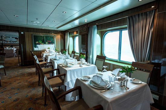 Britannia Club Restaurant On Queen Mary, Queen Mary 2 Dining Room