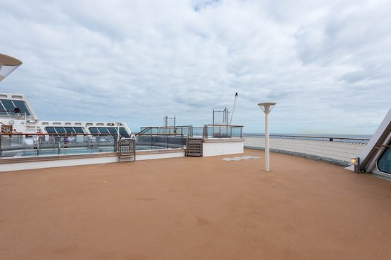 The Minnows Pool on Queen Mary 2 (QM2)