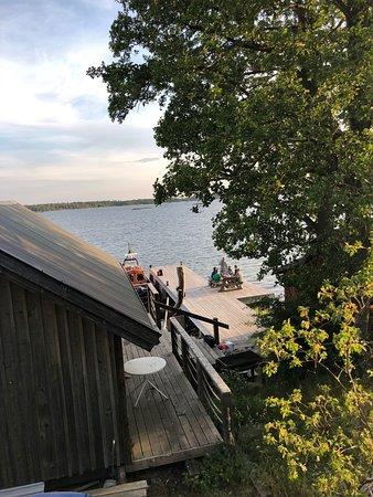 Södermanland, Suecia: KRÅMÖ  Om ni letar efter en plats i skärgården för att tillbringa med era vänner eller för nästa företagsevent så är Kråmö ett fantastiskt alternativ.   Här finns stugor, bastu och en otroligt vacker natur!