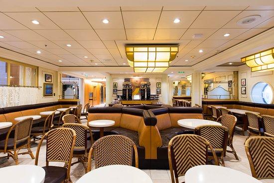 Cafe Promenade on Explorer of the Seas