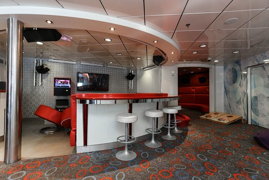Club O2 on Carnival Imagination