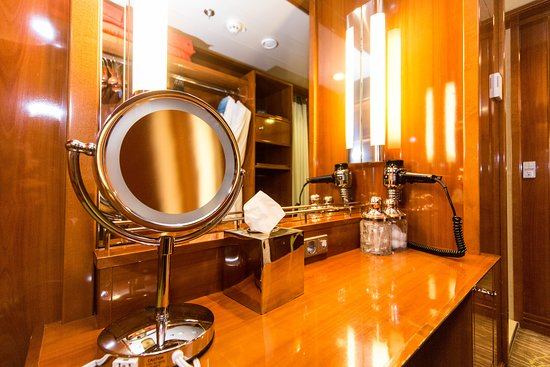 Penthouse Suite with Large Balcony on Pride of America