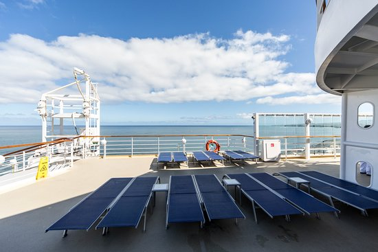 The Sun Deck (Deck 12) on Pride of America