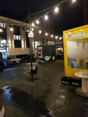 Skwer Judah Food Truck Court in Jewish Quarter