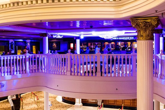 Pink's Champagne Bar on Pride of America