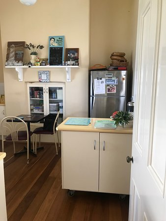 Smoky Cape Lighthouse Bed & Breakfast & Cottages: Retro Kitchen