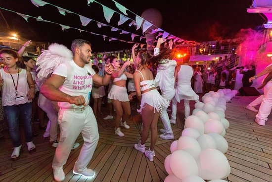 White Hot Party on Norwegian Sun